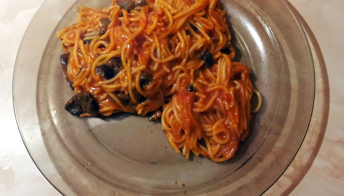 Грибные спагетти с томатным соусом