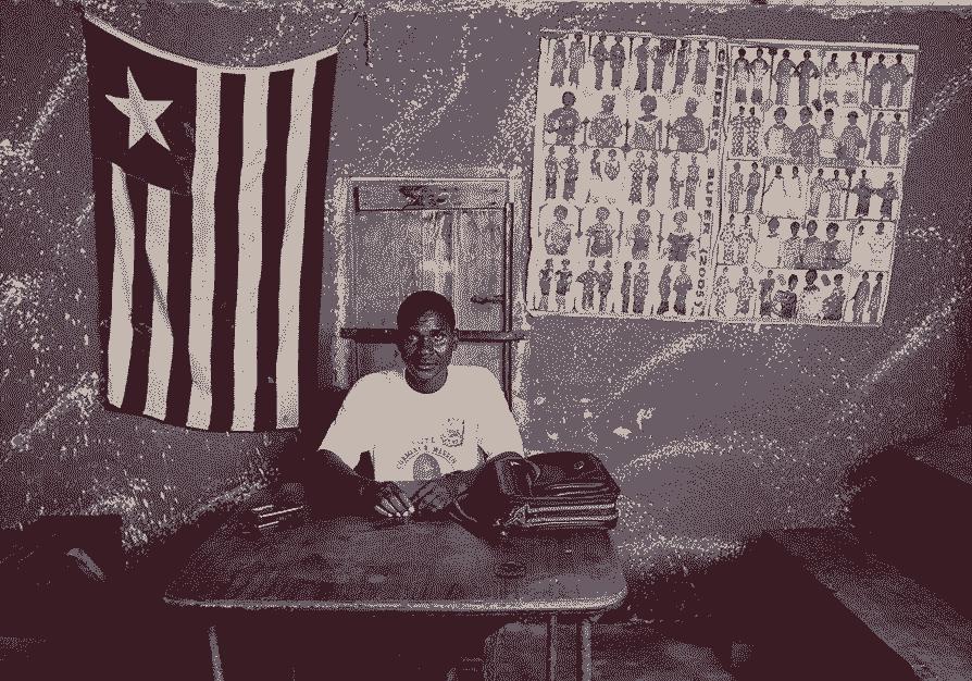 Бюрократ за столом